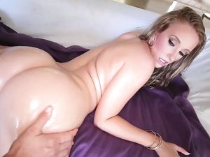 Curvy Teenage Girl Hammered In Her Slippery Cunt