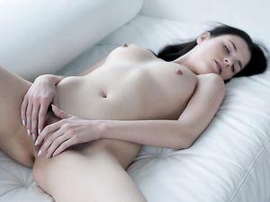 Dreamy Brunette Beauty Masturbates Her Hot Cunt