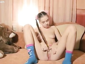 Dreamy Teen Has A Stunningly Hot Naked Body