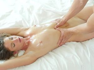 Ariel Winters Aroused By An Erotic Massage