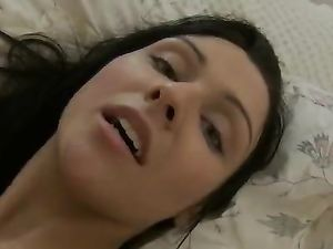 Teen Turns On The Vibrator And Gets Off Quickly